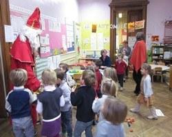 Saint Nicolas rencontre les enfants